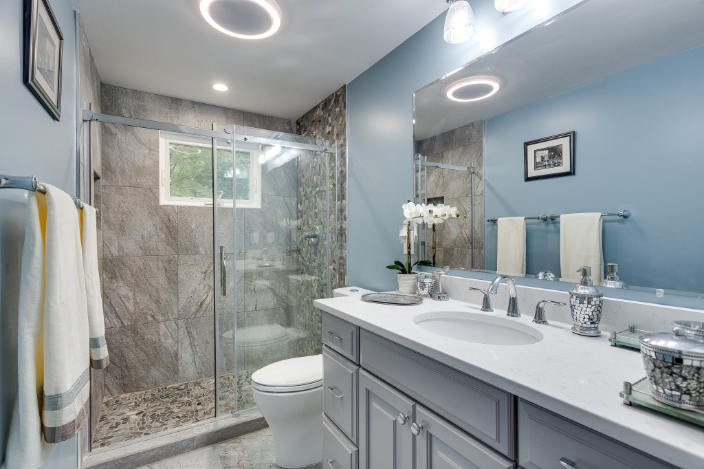 10 best bathroom remodel tips and ideas for Best bathroom renovations